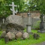 Kobieta wpadła do grobu
