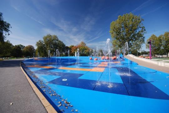wypadek park Bajka Błonie fontanna