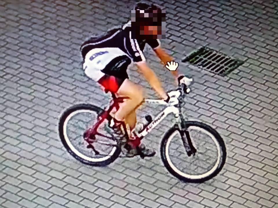 ekshibicjonista rower Brwinów Milanówek Błonie