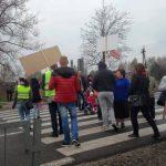 """Mieszkańcy protestowali, kierowcy się denerwowali. Ostre słowa Stonogi: """"Niech spier… do domu"""""""