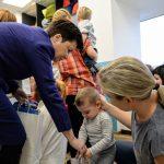 Darmowe bilety dla uczniów podstawówek i 400 zł na żłobek – warszawski ratusz stawia na dzieci