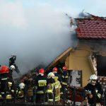 Wielki wybuch i pożar w Łomiankach. Nie żyje 20-letnia kobieta [DUŻO ZDJĘĆ]