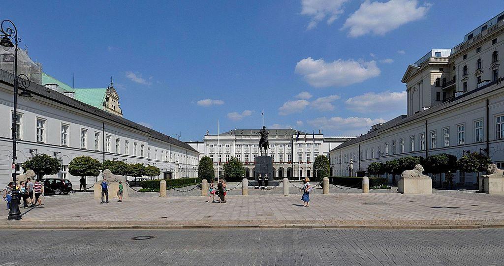 pomnik-smolenski-krakowskie-przedmiescie