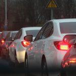 Szykuje się duży wzrost opłat za parkowanie w Warszawie. 2,4 tys. zł za drugi samochód, Morawiecki idzie jeszcze dalej