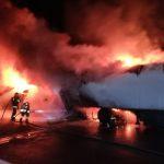 Koszmarna kolizja na autostradzie. Ciężarówki płonęły jak pochodnie [FOTO]