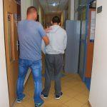 Mieszkanka Łomianek odebrała telefon i usłyszała: w domu jest bomba, połóż na wycieraczce 100 tysięcy