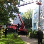 Tragedia w Ożarowie. Kobieta wypadła z drugiego piętra, zginęła na miejscu
