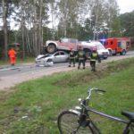 Groźny wypadek koło Jaktorowa. Ogromny dodge dosłownie wjechał na osobowego forda