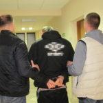 Grodzisk: zatrzymany za włamanie odpowie też za napad i posiadanie narkotyków. Razem ze wspólnikiem ukradli człowiekowi ponad 2 tys. zł., portfel i telefony [FOTO]