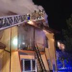 Dramat w Klaudynie. W pożarze zginęła kobieta, trzy osoby ranne [FOTO]
