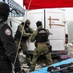 300 uzbrojonych funkcjonariuszy w akcji. W Wólce Kosowskiej zarekwirowali podróbki za 60 mln zł [FOTO]