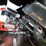 Zderzenie dwóch tirów w Kuranowie, wypadki w Wiskitkach i Radziejowicach