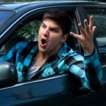 Awantura między kierowcami: bójka, złamanie nogi, pryskanie gazem po oczach. Policja szuka świadków