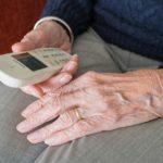 Zuchwała kradzież w Błoniu. 81-letnia mieszkanka straciła 8 tys. zł