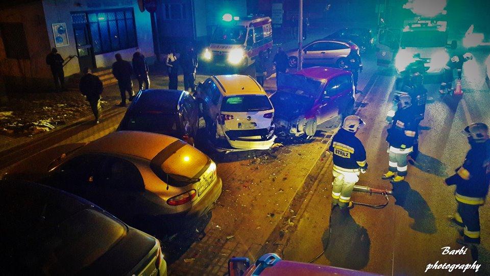 wjechal-w-zaparkowane-samochody-blonie-2
