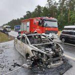 Pożar samochodu na obwodnicy Żyrardowa. Auto doszczętnie spłonęło [FOTO]