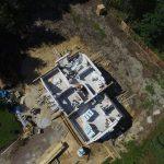 Za pomocą drona kontrolują place budowy