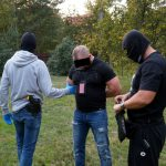 Akcja antyterrorystów w Wawrze, Łomiankach i Józefowie. To mocne uderzenie w przestępczość narkotykową [FOTO, WIDEO]