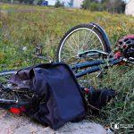 Dwa wypadki koło Ożarowa. Potrącenie rowerzystki i pieszego [FOTO]