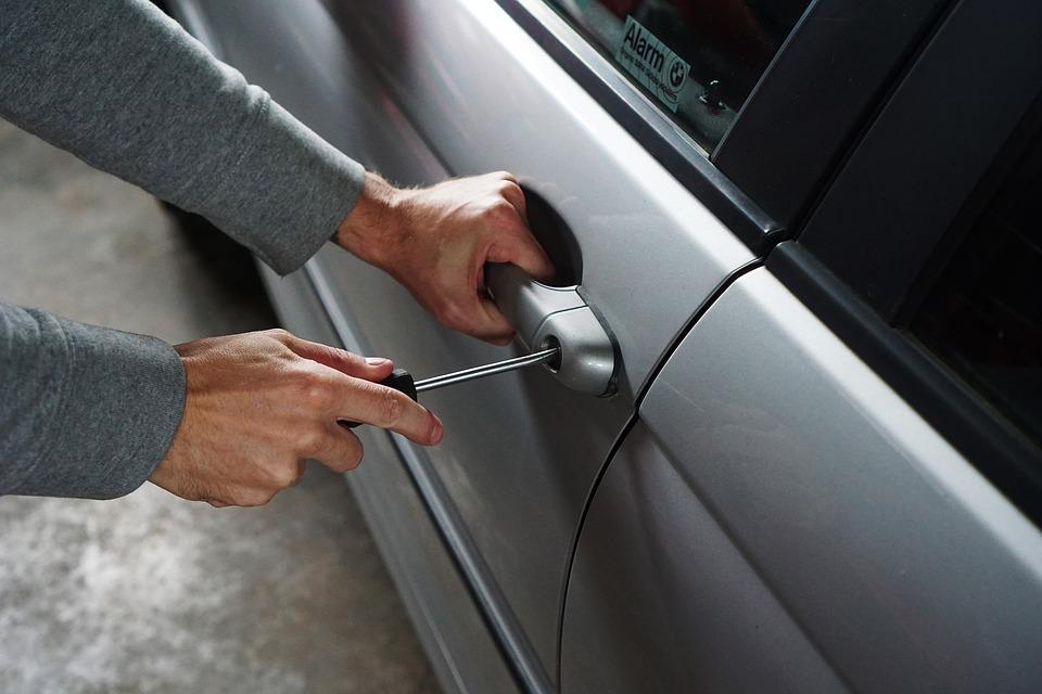 kradzieze-wlamania-samochody-zyrardow