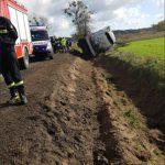 Wypadek w Walerianach i Chudolipiu. Cysterna wjechała do rowu