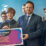 Trzaskowski stawia na uczniów. 100 zł dla każdego dziecka, podwyżki dla nauczycieli, nowe szkoły, doradztwo zawodowe