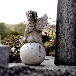 Cmentarna złodziejka zatrzymana. Usłyszała zarzut grabieży grobów