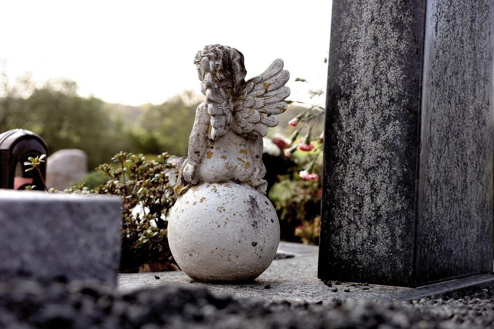 kradziez-cmentarz-izabelin