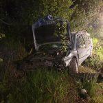 Trzy wypadki i kolizja w powiecie żyrardowskim. Pasażerowie jednego z aut wypadli przez okno