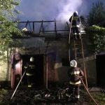 Pożar pod Żabią Wolą. W budynek trafił piorun [FOTO]
