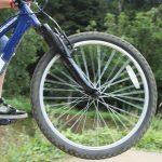 Potrącenie dwóch chłopców na rowerach i jednego na hulajnodze. Policja apeluje o ostrożność
