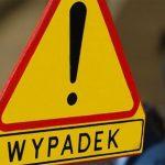 Pijany kierowca w Kuklówce potrącił pieszego i staranował przystanek oraz znak drogowy