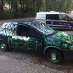 Tak młodzież z Milanówka potraktowała zaparkowanego opla