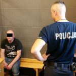 Obywatel Białorusi zerwał z pomnika polską flagę, rzucił ją psom, a potem zdeptał
