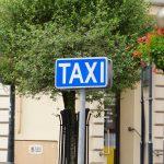 Za kurs ze Śródmieścia na Bielany zapłacił ponad 1300 zł. Taksówkarz poprosił o dwukrotne przyłożenie karty do terminala