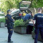 Strażnicy założyli kierowcy bmw blokadę za złe parkowanie. Obywatel Ukrainy rozbił ją młotkiem i chciał odholować auto