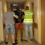 Błyskawiczna reakcja policji po bestialskim ataku na taksówkarza. Napastnicy chcieli uciec na Śląsk, zatrzymano ich na dworcu w Opocznie